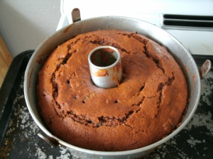 Cooling apple sauce cake