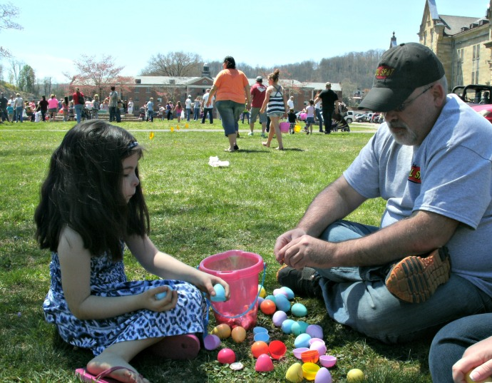 Kevin Freeman a local business owner and daughter open eggs after the hunt