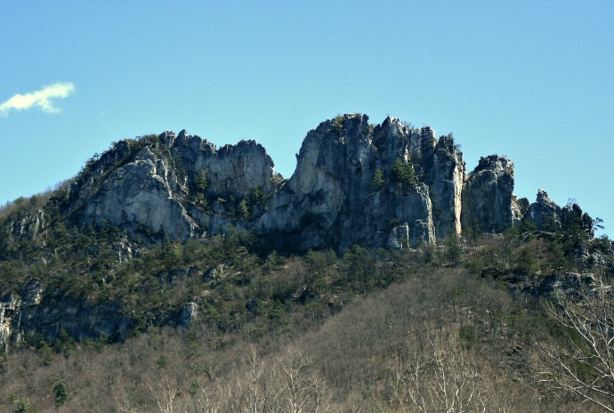 Seneca rocks from the parks visitor center