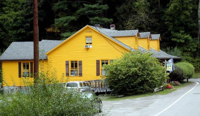 Hutte Haus Swiss Restraunt, Helvetia, WV
