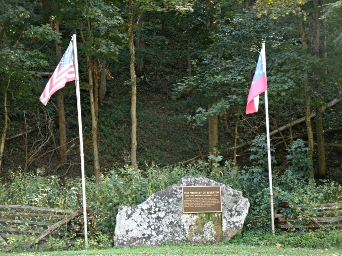 Riverton Battle Memorial with two flags