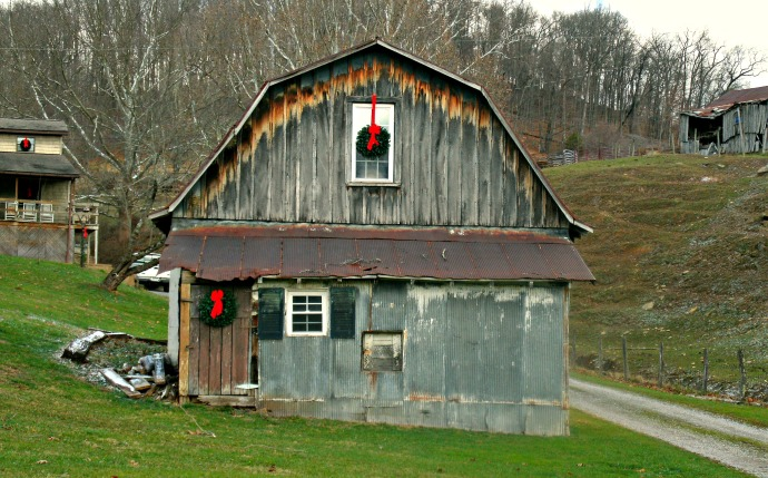 Country Christmas Barn 2015