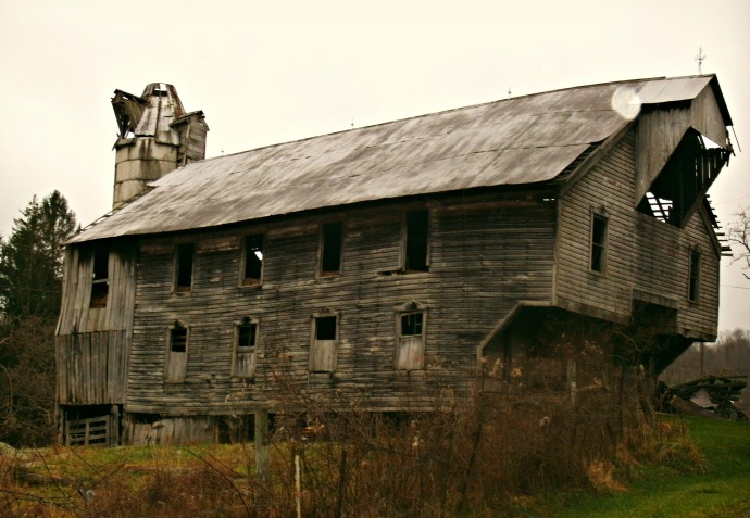 rainy afternoon at old barn along Johnstown, WV