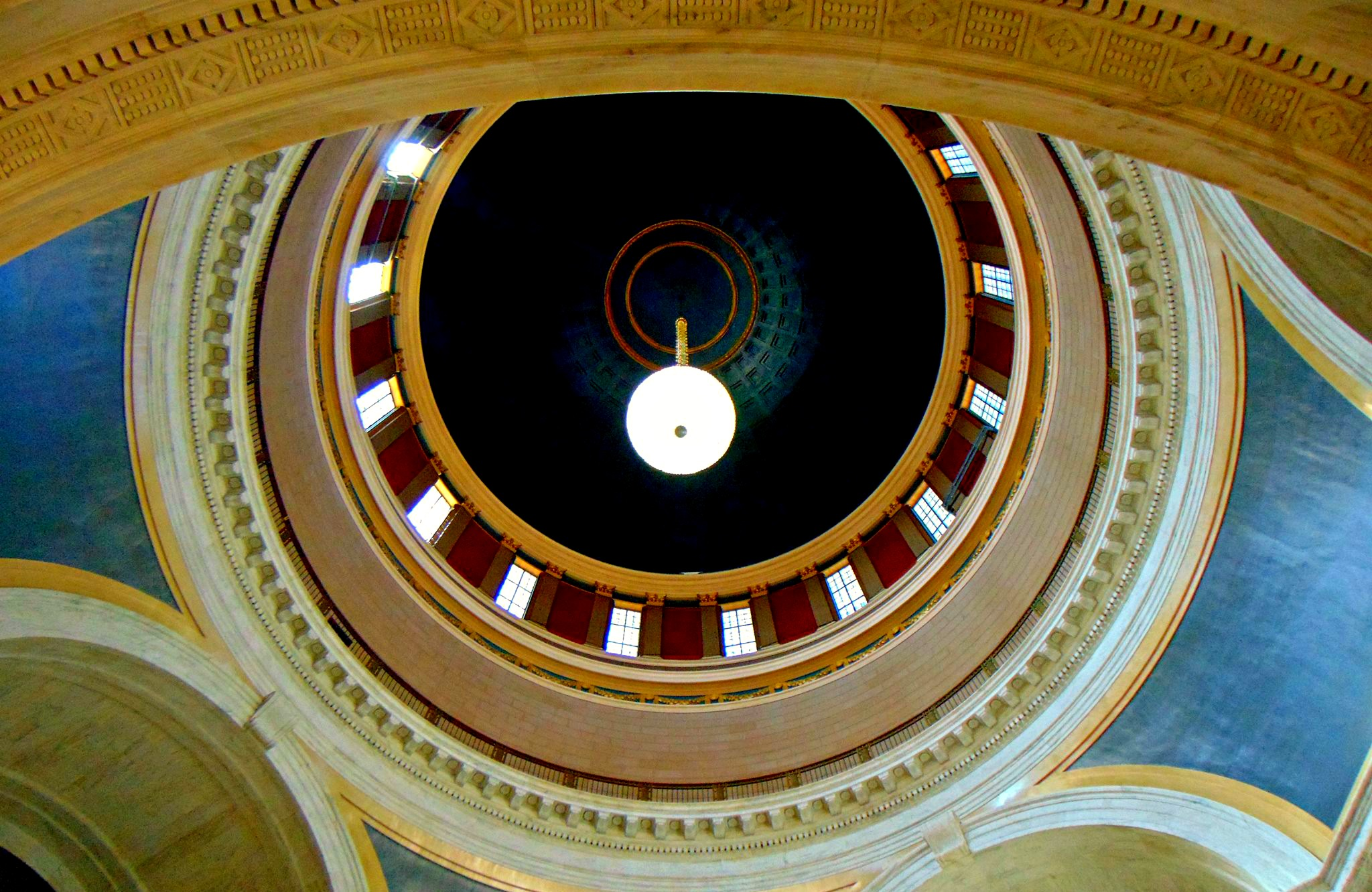 high contrast photo of Capital Dome