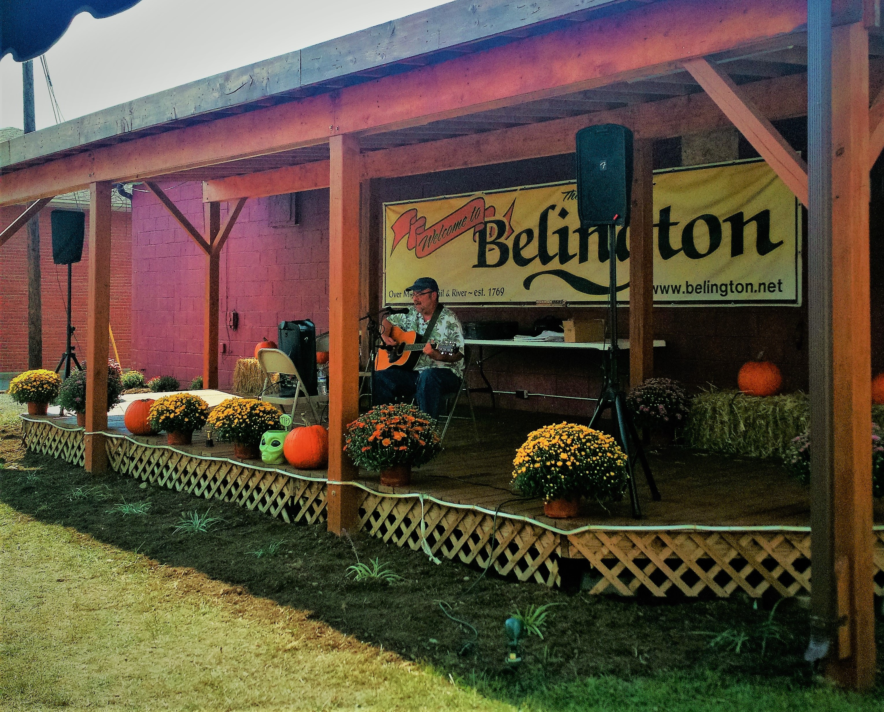 belington fall fest 2019 singer on stage