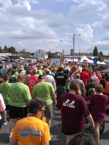Crowd at Run For It fundraiser for non-profits