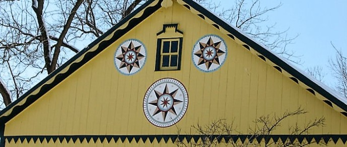 hex-signs-on-barn in Lancaster Pa
